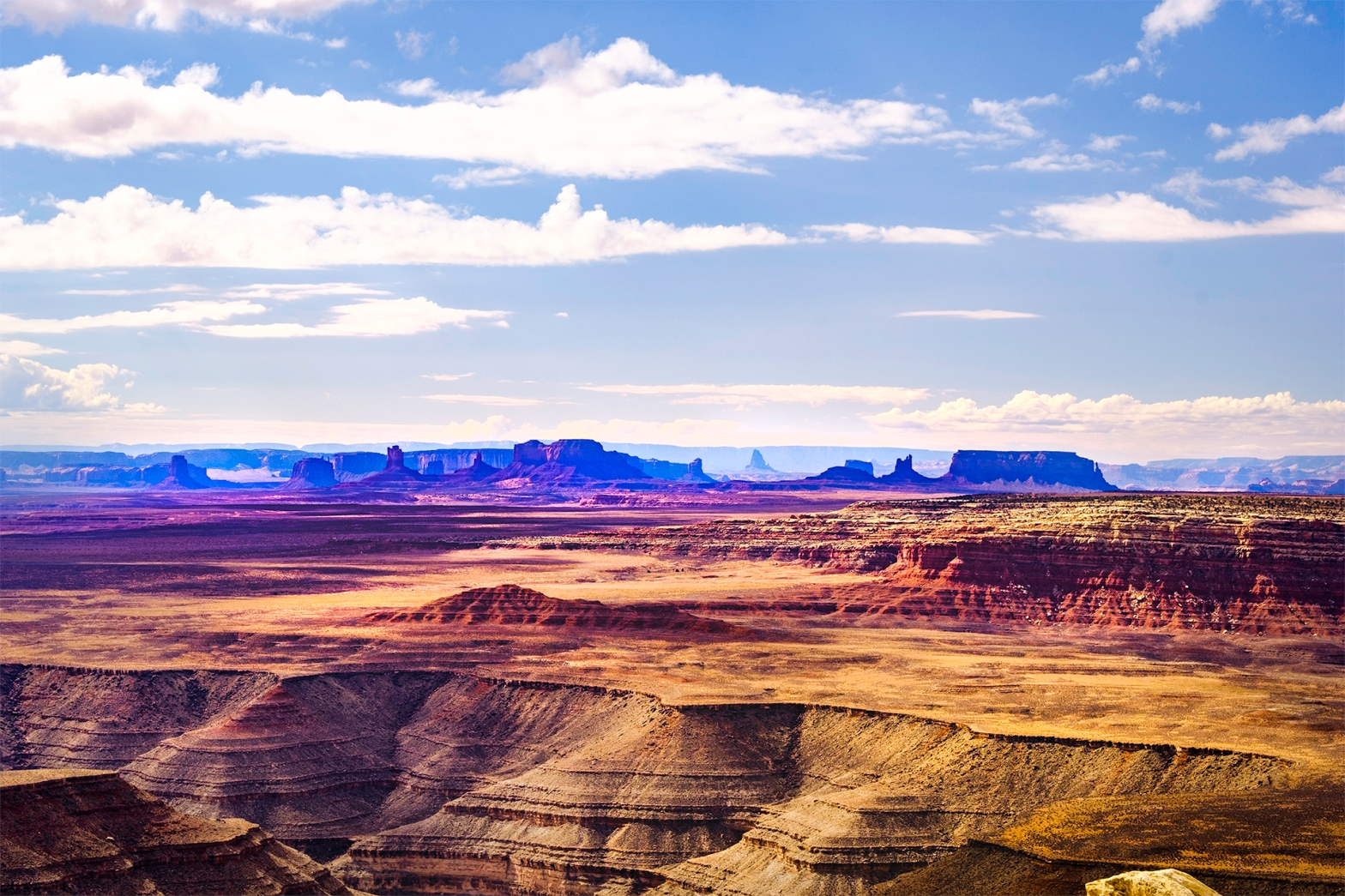 Muley Point overlooking the San Juan River Goosenecks with Monument Valley in the background.