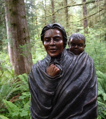 Statue of Sacagawea carrying her son Jean Baptiste