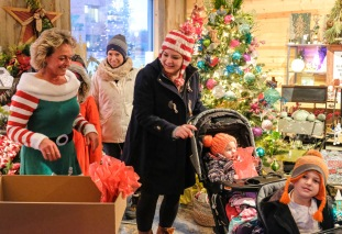 Joey and Beth Taylor with mom Sarah receive goody bags bags from Sarah Lambrecht at Country Gardens.