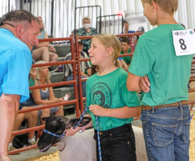 Jenica Heaton talks with judge durning Junior showmanship competition.